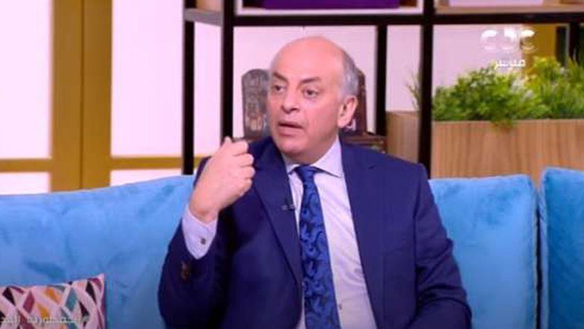 الدكتور محمد منيسي.. أستاذ أمراض الجهاز الهضمي بكلية طب القصر العيني