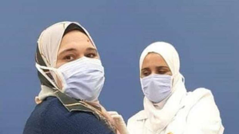 دكتورة غادة متولي أول طبيبة تحصل على لقاح كورونا في مصر