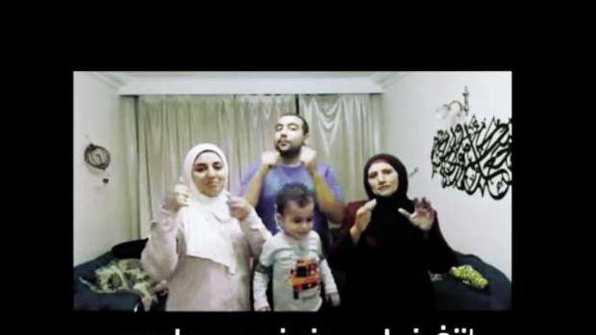 أفراد من عائلة نوح فى الفيديو كليب