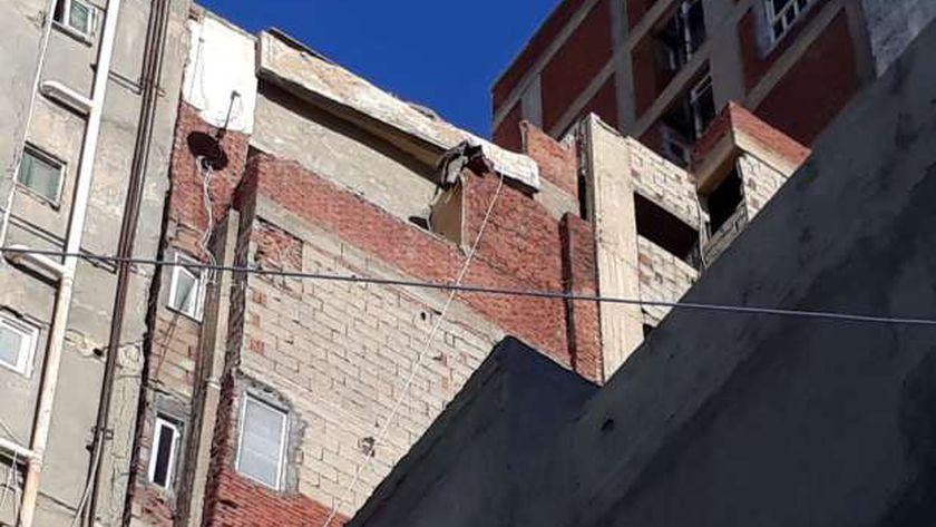 انهيار أجزاء من عقار بمنطقة أبو قير في الإسكندرية
