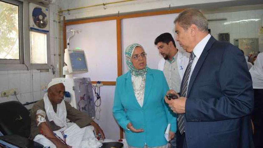 محافظ المنيا يتفقد إحدي المستشفيات