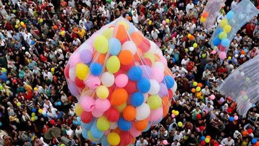 صورة أرشيفية من احتفال المواطنين بالعيد قبل زمن كورونا