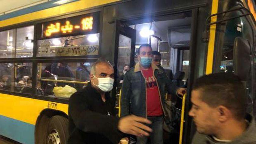 اللواء احمد عبد الفتاح رئيس حي الدقي يقود حملات لاعادة الانضباط بشوارع الحي