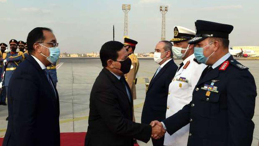 مدبولي يستقبل نائب الرئيس البرازيلي بمطار القاهرة (صور)