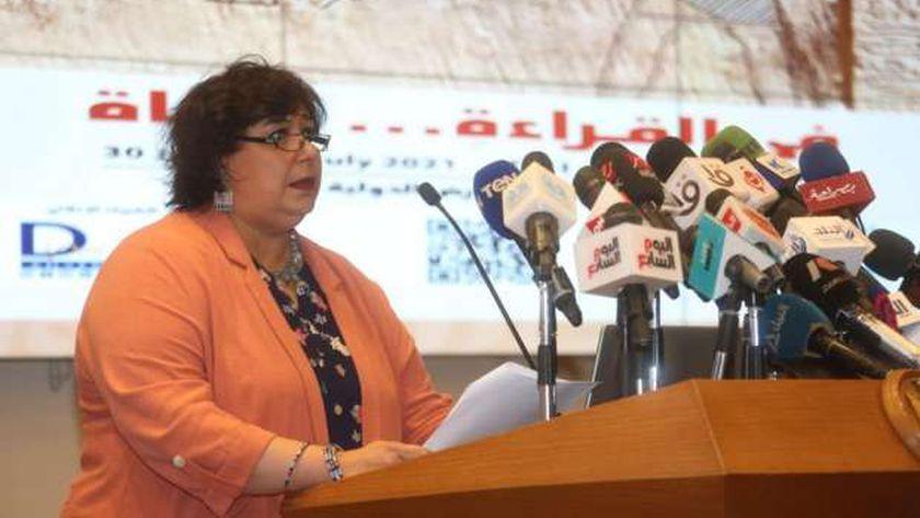 الدكتورة إيناس عبدالدايم وزيرة الثقافة خلال المؤتمر الصحفي لمعرض الكتاب