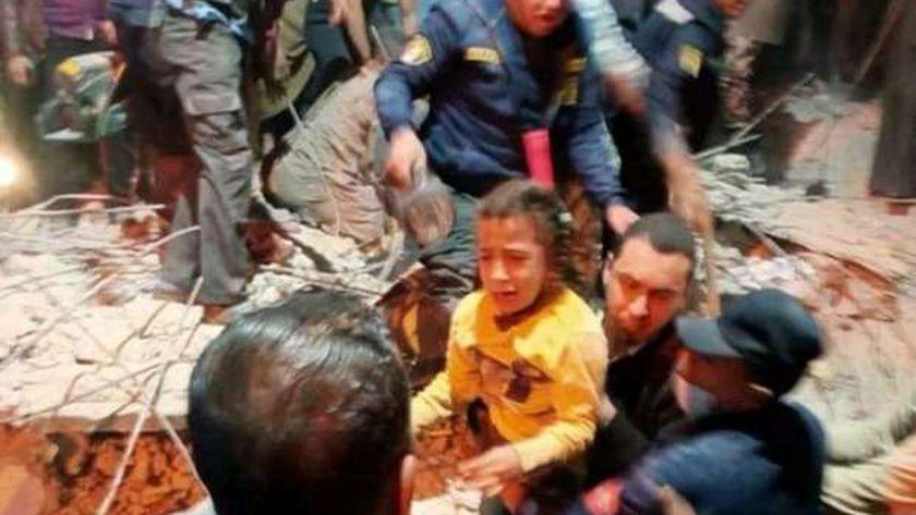 استخراج 9 اشخاص من اسفل انقاض منزل أسيوط المنهار بالفتح وتكثيف الجهود لاستخراج باقى سكان المنزل