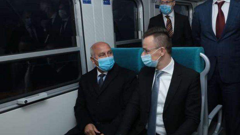 وزير النقل يستقبل الدفعة الأولى من عربات القطار المجرية الجديدة