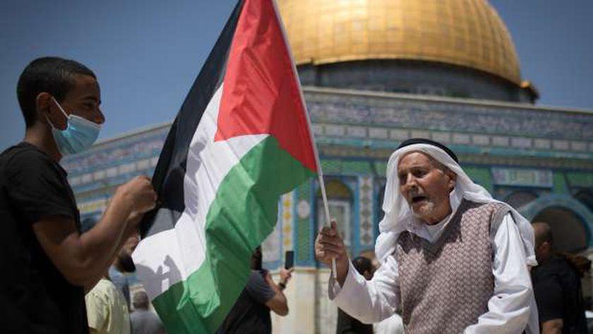 صورة الاحتلال الإسرائيلي يمنع المصلين من الوصول للأقصى وسط تصاعد المواجهات – العرب والعالم