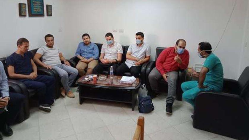 أطباء طب جامعة الأزهر خلال وصولهم مستشفى مطروح العام