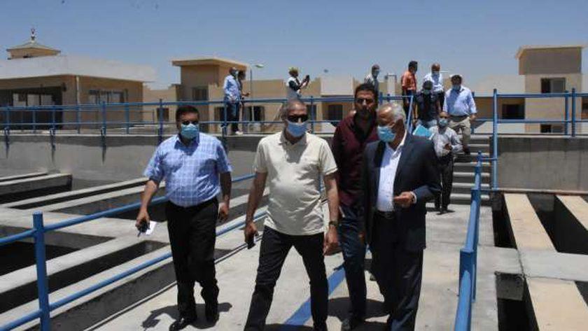 مسئولون بالإسكان يتفقدون مشروعات المرافق وتطوير الطرق بالقاهرة الجديدة