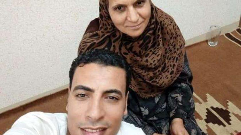 الأم وأبنها