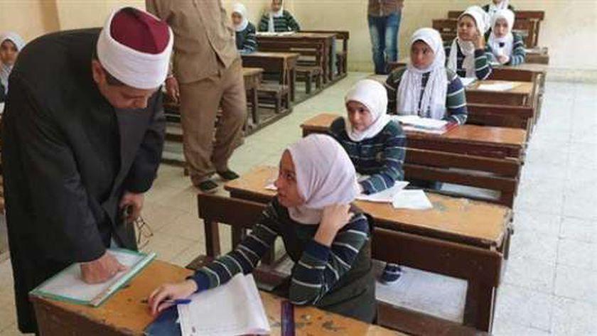 طلاب الابتدائية والإعدادية الأزهرية يؤدون امتحانات اليوم الثاني - مصر -