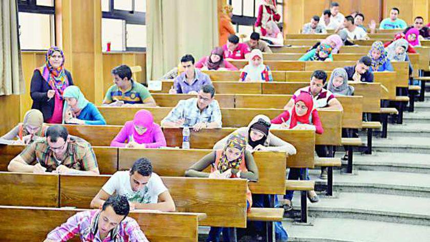 بوابات تعقيم وكمامات.. الجامعات تستعد لامتحانات السنوات النهائية