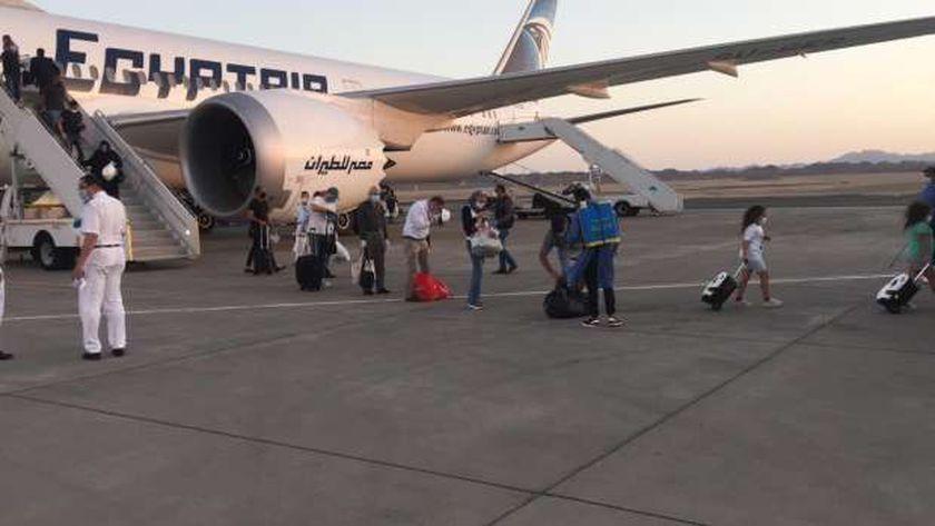 مطار مرسي يستقبل طائرة قادمة من ابو ظبي