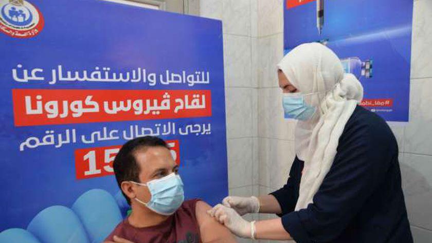 وزارة الصحة تواصل تطعيم المواطنين بلقاح كورونا