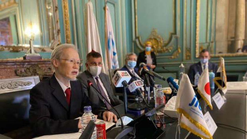 سفير اليابان بالقاهرة أثناء التوقيع