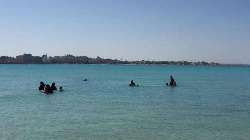 زوار مطروح في شاطئ روميل