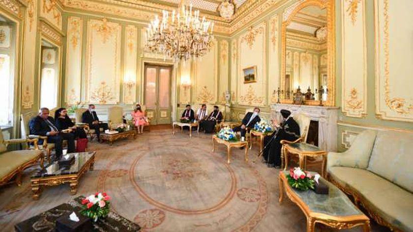 البابا مع وزير الاثار في قصر عابدين