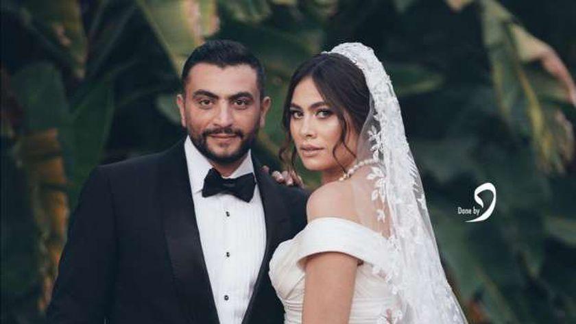 الفنانة هاجر أحمد وزوجها في حفل زفافهما