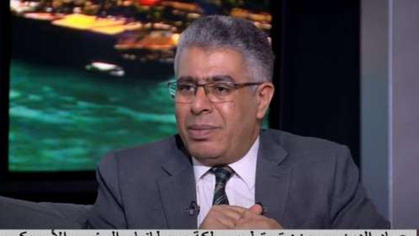 صورة عماد الدين حسين: الرئيس عندما تولى المسئولية لقى شقوق تعابين كتيرة – مصر