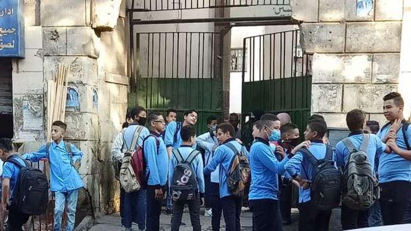 المدارس في أسبوعها الثاني: 49 حالة كورونا وشائعات وأزمة المصروفات