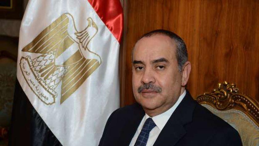 الطيار محمد منار عنبة، وزير الطيران المدني