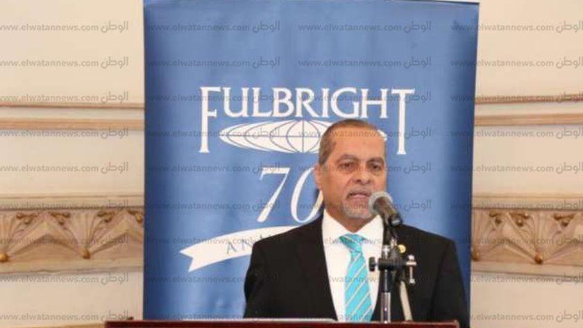 الدكتور محمد اسماعيل القائم بأعمال رئيس جامعة مطروح خلال حديثه امام هيئة فولبرايت بالاسكندرية