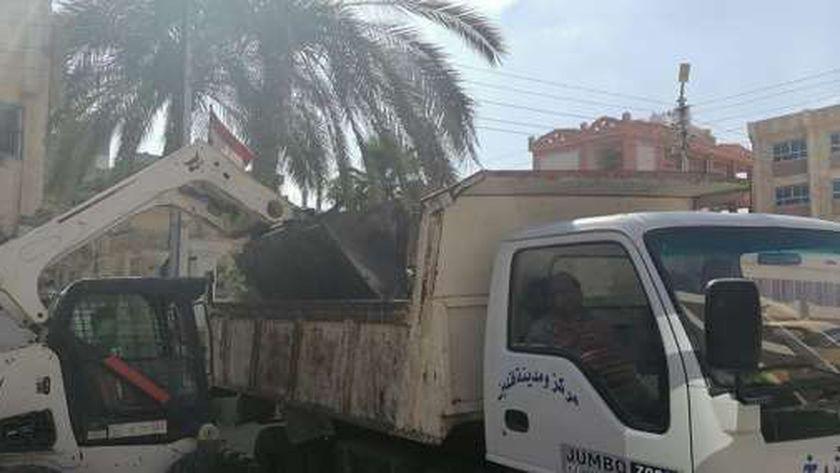 حملات لنظافة وتعقيم ورصف شوارع قلين في كفر الشيخ