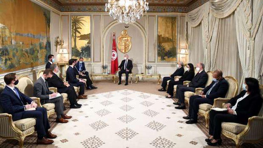الرئيس التونسي في لقاء مع وفد من مجلس الشيوخ الأمريكي ضم السناتور كريس ميرفي من الحزب الديمقراطي الأمريكي والسناتور جون أوسوف