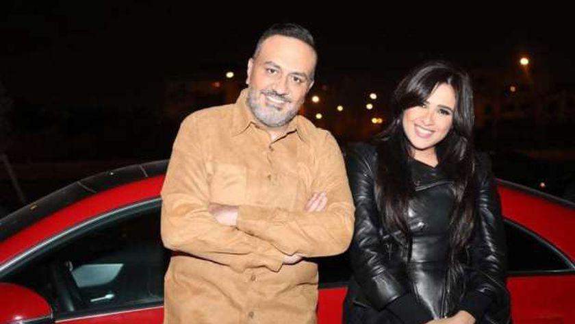 خالد سرحان مع ياسمين عبدالعزيز في كواليس «اللي مالوش كبير»