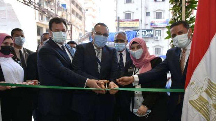 محافظ الشرقية يفتتح فرع البنك الأهلي المصري الجديد بالزقازيق