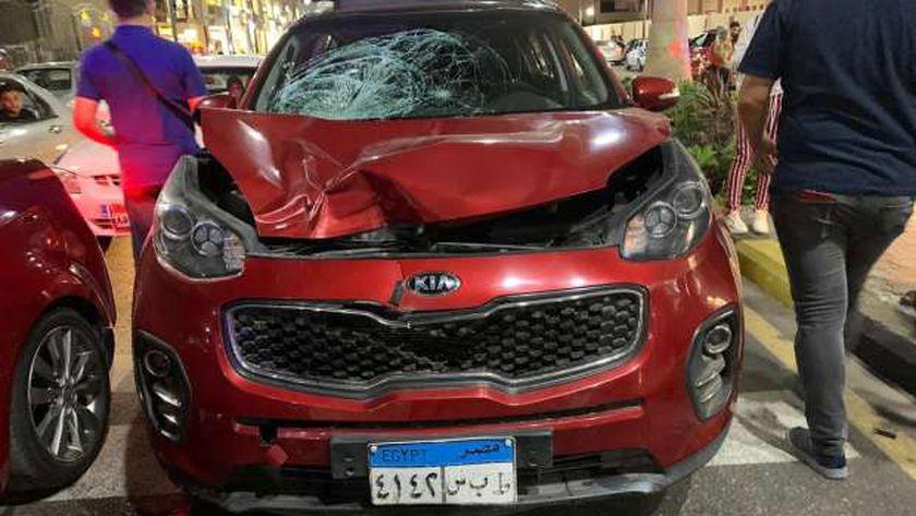 سيارة صدمت الطبيب