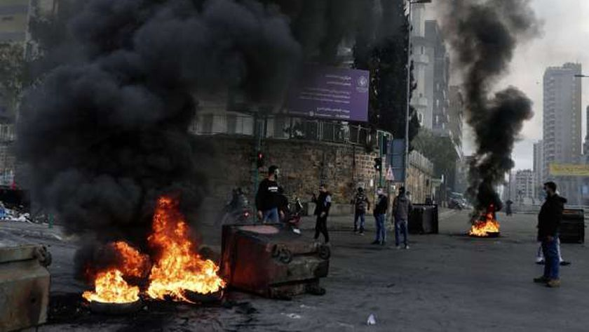 الاحتجاجات تتصاعد في لبنان ضد تدهور الأوضاع المعيشية