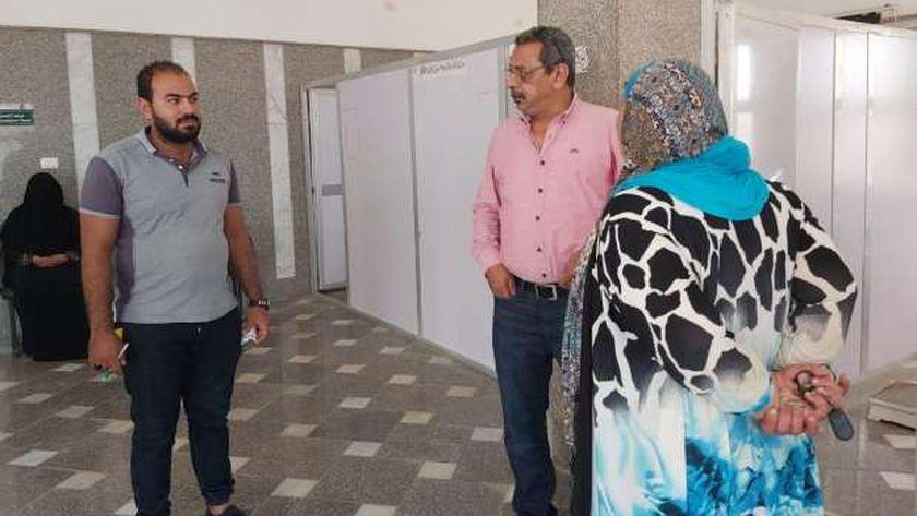 جانب من متابعة وكيل وزارة الاسكان بمطروح لتطوير مستشفى رأس الحكمة