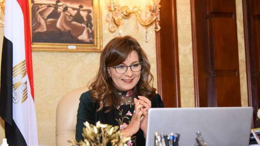 وزيرة الهجرة لـ هالة السعيد: