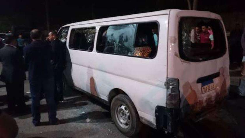 آثار الهجوم على سيارة الشرطة فى حلوان