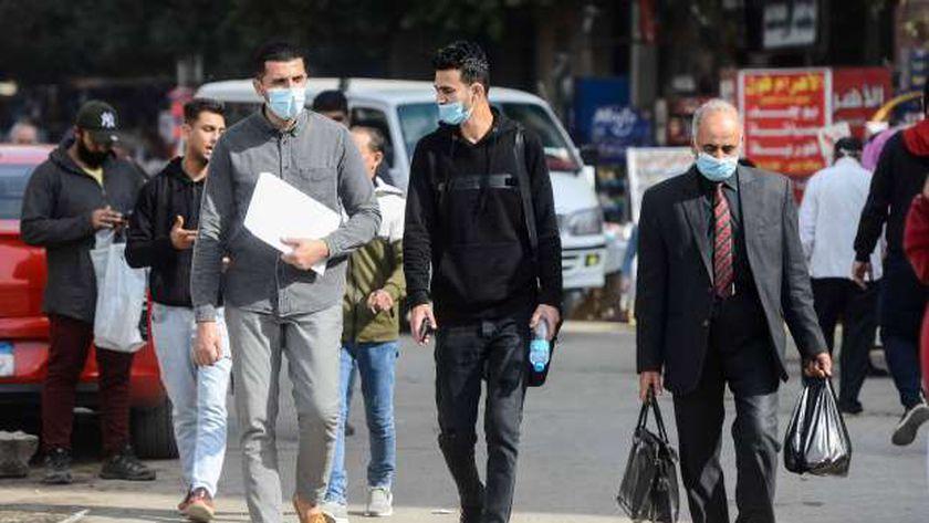 الحكومة وضعت خطة لمواجهة كورونا منها إلزام المواطنين بارتداء «الكمامة»