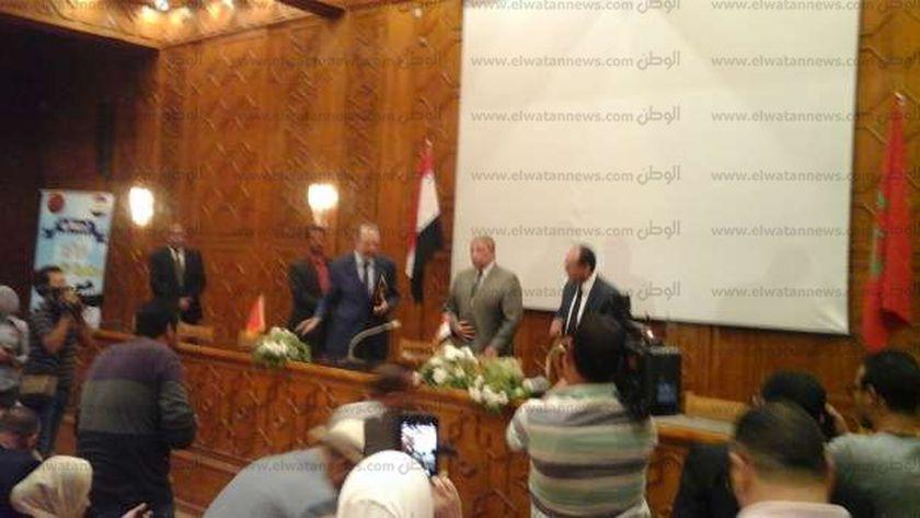 توقيع مذكرة تفاهم بين مركز السنيما المصري والمغربي على هامش مهرجان الإسماعيلية الدولى للسنيما التسجيلية.
