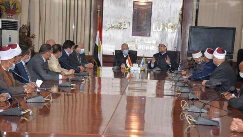 وزير الأوقاف خلال الإجتماع
