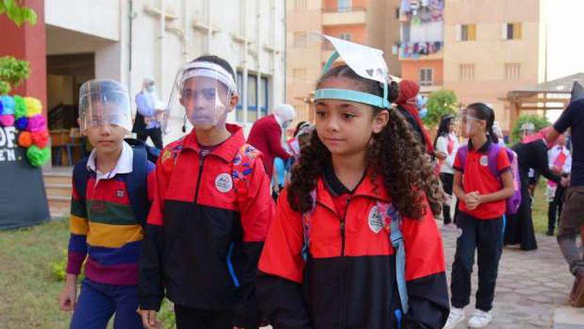 الطلاب في ثاني يوم دراسة في العام الدراسي الجديد