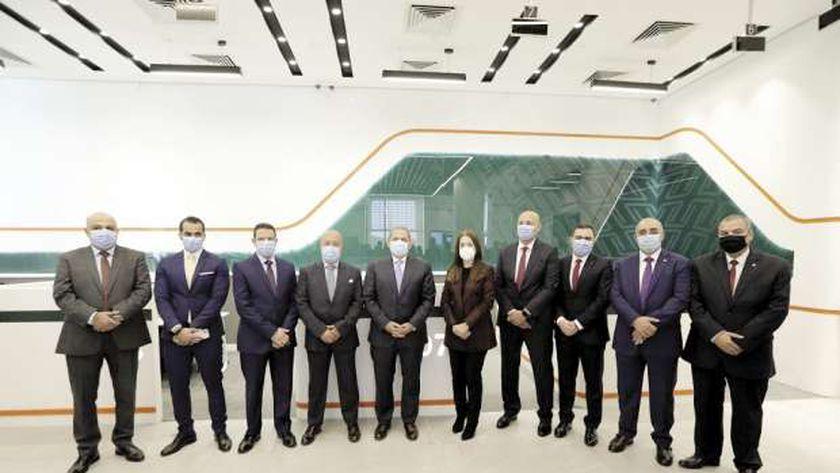 قيادات البنك الأهلى تفتتح فرع «كايرو فيستيفال» المطور