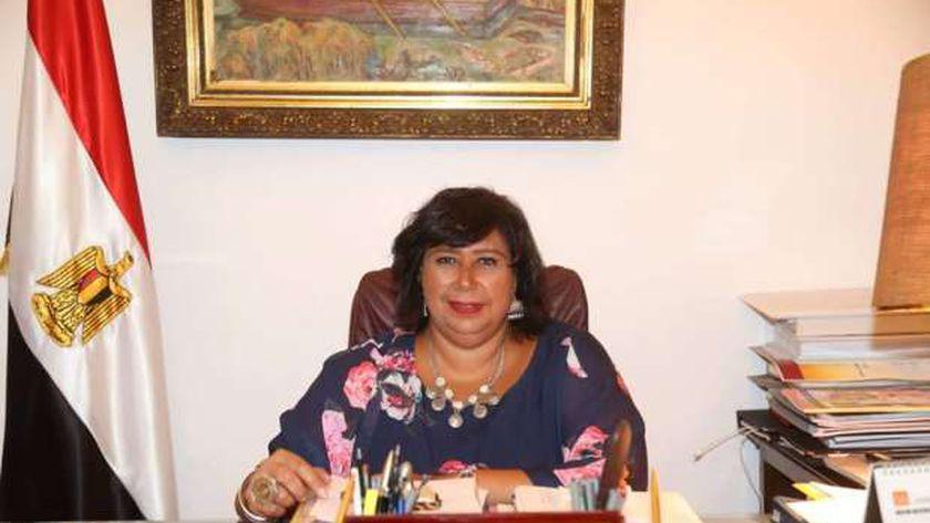 وزيرة الثقافة تبحث خطة أنشطة الفنون الشعبية وتستعرض مشروعات التطوير