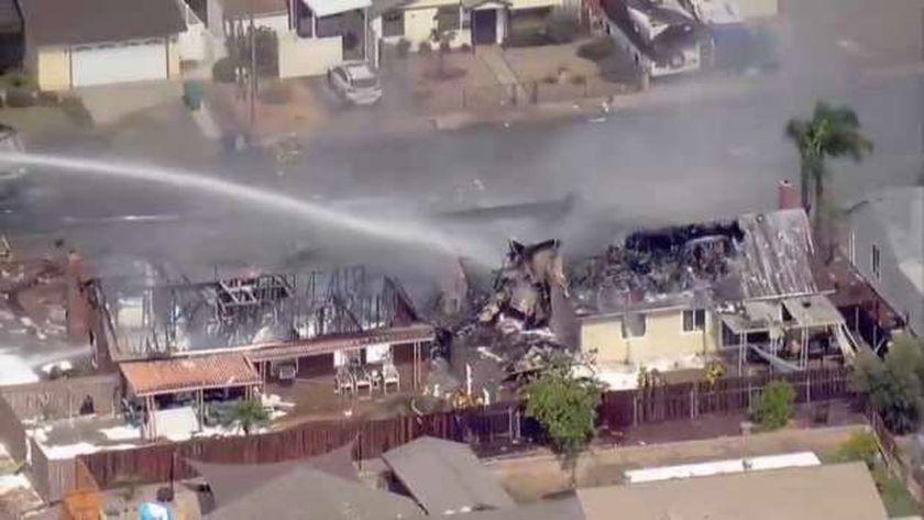 آثار تحطم طائرة في سان دييجو الأمريكية