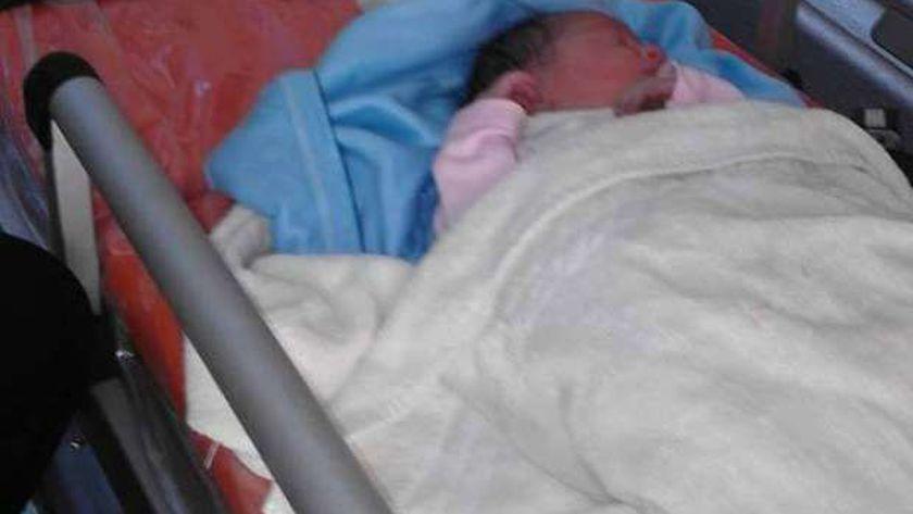 البحث عن سيدة ولدت طفلة وتركتها بمستشفى الجامعي