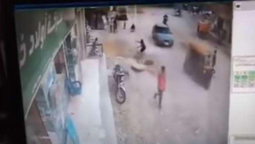 سقوط طفل في بلاعة