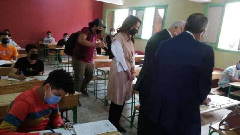 محافظ الجيزة يتابع امتحانات الاعداديه