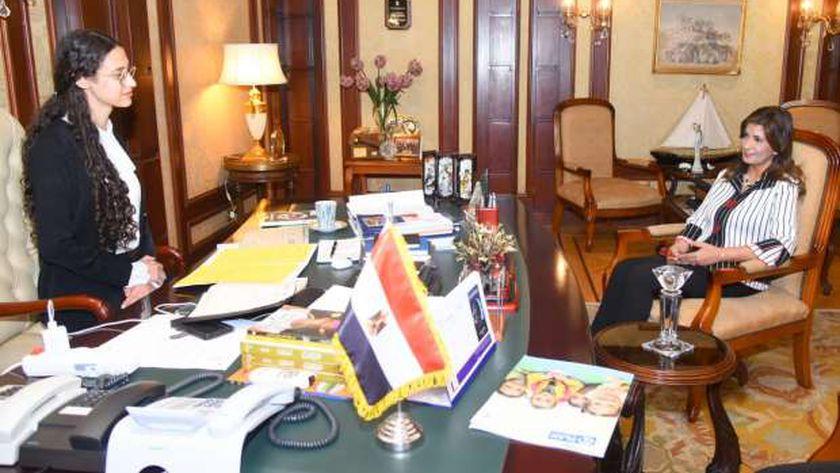 مكرم في يوم الفتاة: لدينا 8 وزيرات و163 نائبة برلمانية ونعيش في أزهى العصور