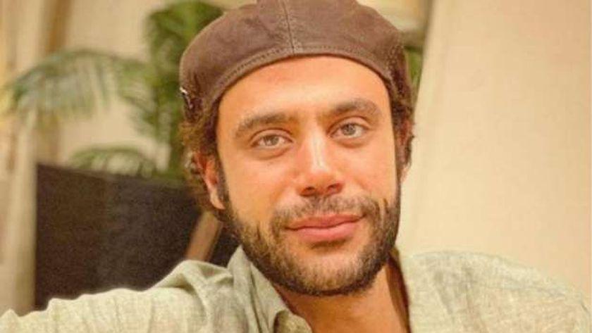 صورة.. محمد إمام يفتتح