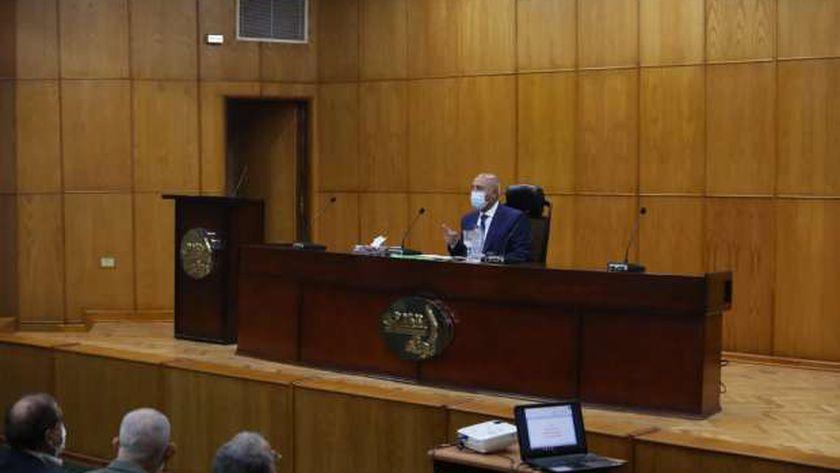 الفريق مهندس كامل الوزير، وزير النقل خلال الاجتماع