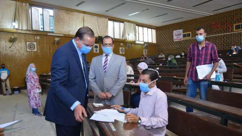 رئيس جامعة سوهاج يتفقد اعمال امتحانات التعليم المفتوح
